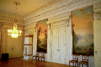 Strack-Saal im Schloss: klassizistisches Gartenzimmer, der ehemalige Speisesaal (Foto: Helmuth Meinken)